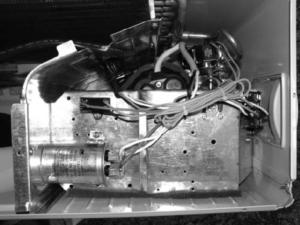 Рис. 6. Место (клеммник) подключения силового кабеля в наружном блоке cплит-системы